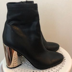 Aldo black ankle booties w/ metallic heel